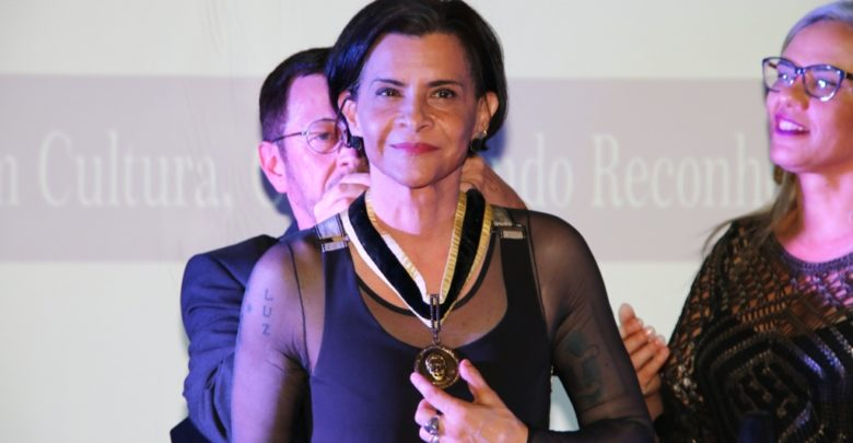 A cantora Marina Lima