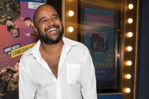 O jornalista e critico teatral Miguel Arcanjo Prado